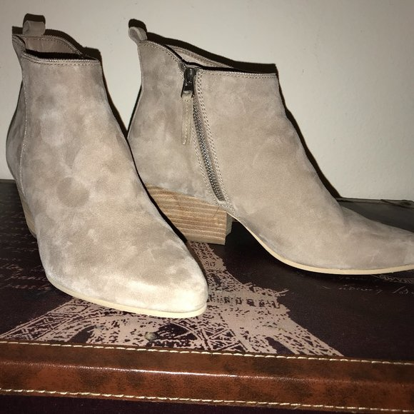 Dolce Vita Ankle Bootie Size 9